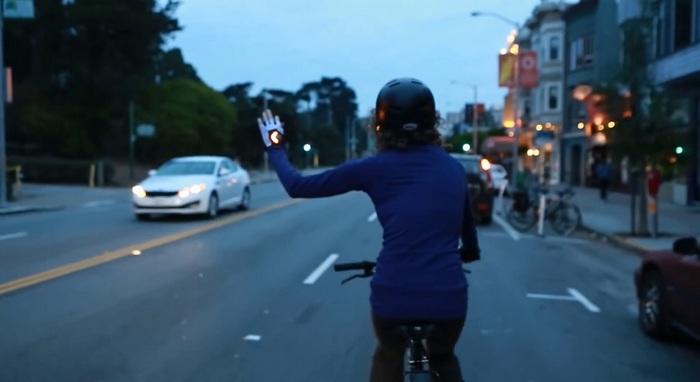 Ex-engenheiro de software do Google desenvolve Luva de ciclismo sinalizadora.