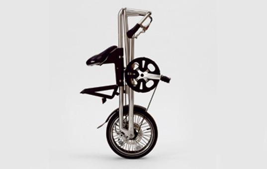 Bicicleta dobravel que pode ser empurrada ou puxada pelas rodas como se fosse uma mala