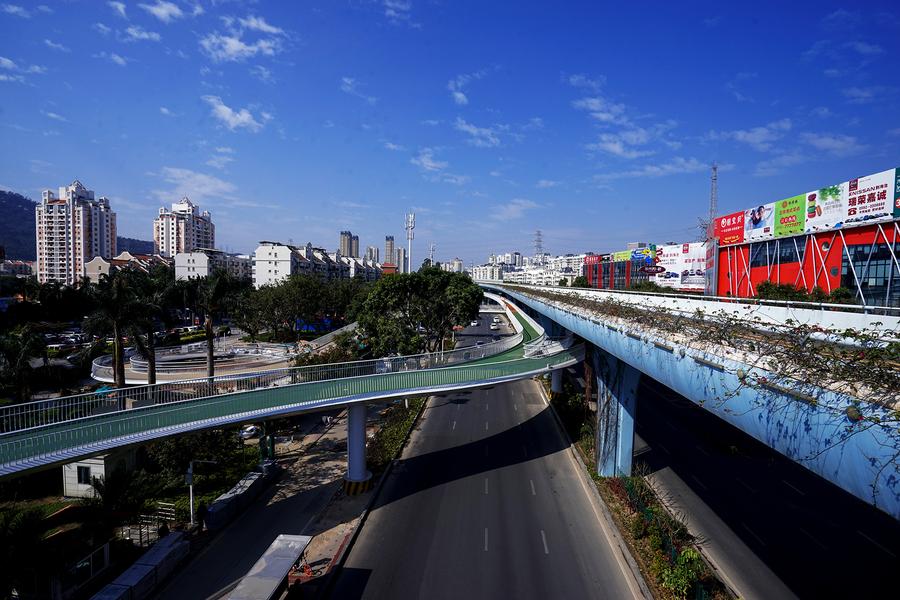 Para facilitar os deslocamentos, a ciclovia é conectada a 11 estações de ônibus e acesso ao metrô.